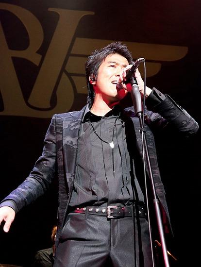 """17年ぶりT-BOLANらによる""""BEING LEGEND""""Live Tour 2012がついに開幕_e0197970_0235642.jpg"""