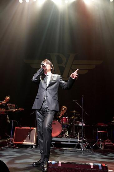 """17年ぶりT-BOLANらによる""""BEING LEGEND""""Live Tour 2012がついに開幕_e0197970_023764.jpg"""