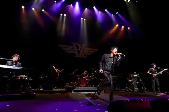 """17年ぶりT-BOLANらによる""""BEING LEGEND""""Live Tour 2012がついに開幕_e0197970_024815.jpg"""