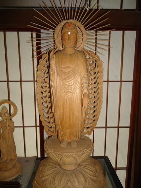 立派な仏壇_a0199979_12192989.jpg