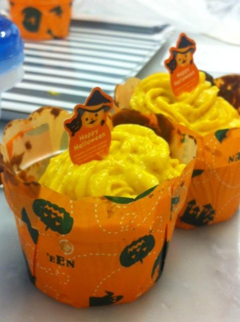キッズクッキング「ハロウィーンカップケーキ」スタート! &嬉しいお客様☆_f0141419_5514692.jpg