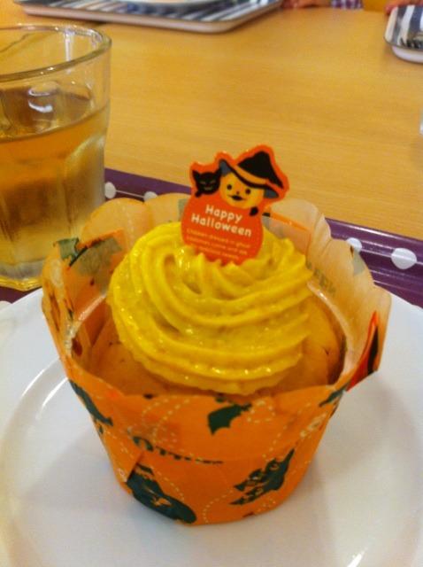 キッズクッキング「ハロウィーンカップケーキ」スタート! &嬉しいお客様☆_f0141419_5515581.jpg