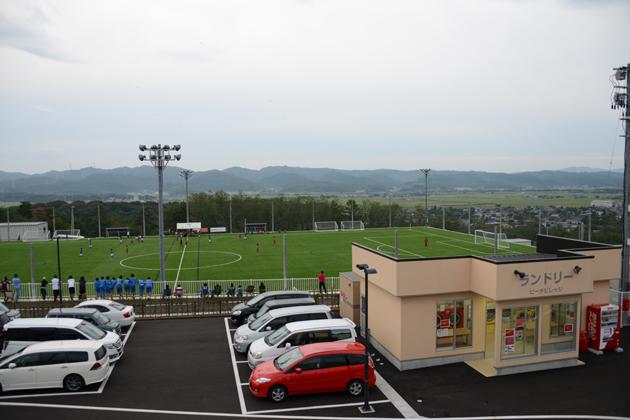 あなたの電気料金で4870人の村に40億円のサッカー場オープン_e0171573_22123512.jpg