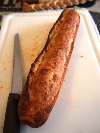 コンセントマーケットのフランスパンは旨い_e0167593_2241939.jpg
