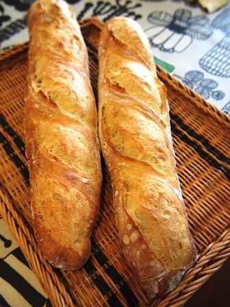 コンセントマーケットのフランスパンは旨い_e0167593_22435160.jpg