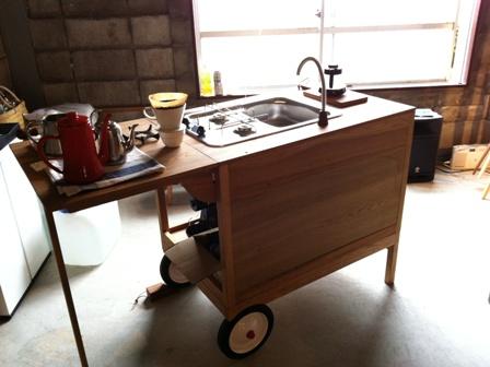 モバイルキッチンとケヤキの座卓とカブ。。。_b0182030_21461921.jpg