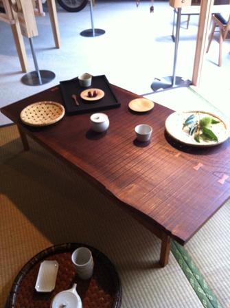 モバイルキッチンとケヤキの座卓とカブ。。。_b0182030_21511392.jpg