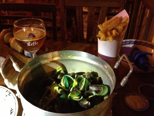 ラオスでベルギービール★_e0182138_2293547.jpg