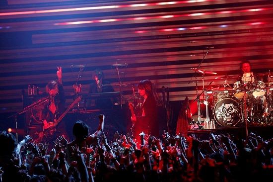[レポート]VAMPS、全国10ヵ所49公演のロングツアーがついに閉幕!_e0197970_16511222.jpg