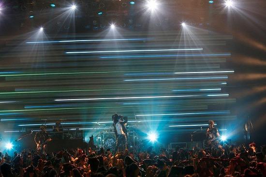[レポート]VAMPS、全国10ヵ所49公演のロングツアーがついに閉幕!_e0197970_16513946.jpg