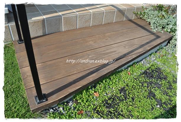 【メンテナンス】 玄関ポーチ木製ステップの再塗装_c0176271_23144714.jpg