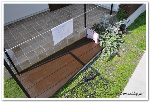 【メンテナンス】 玄関ポーチ木製ステップの再塗装_c0176271_23162651.jpg