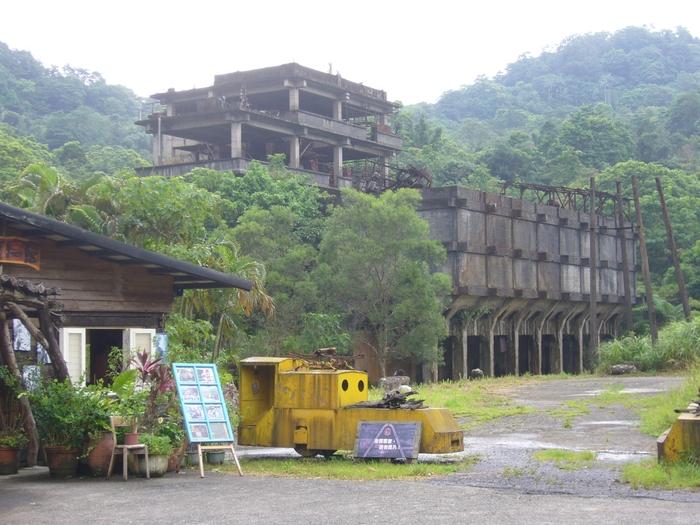 台湾旅行2012・その3(台湾煤礦博物館、十分瀑布、礁渓温泉公園、鬍鬚張魯肉飯)_f0124235_19434537.jpg