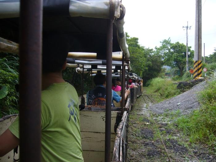 台湾旅行2012・その3(台湾煤礦博物館、十分瀑布、礁渓温泉公園、鬍鬚張魯肉飯)_f0124235_19444260.jpg