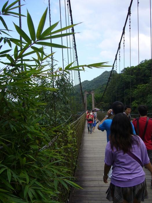 台湾旅行2012・その3(台湾煤礦博物館、十分瀑布、礁渓温泉公園、鬍鬚張魯肉飯)_f0124235_19453150.jpg