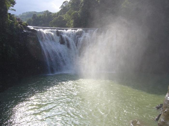 台湾旅行2012・その3(台湾煤礦博物館、十分瀑布、礁渓温泉公園、鬍鬚張魯肉飯)_f0124235_19465239.jpg