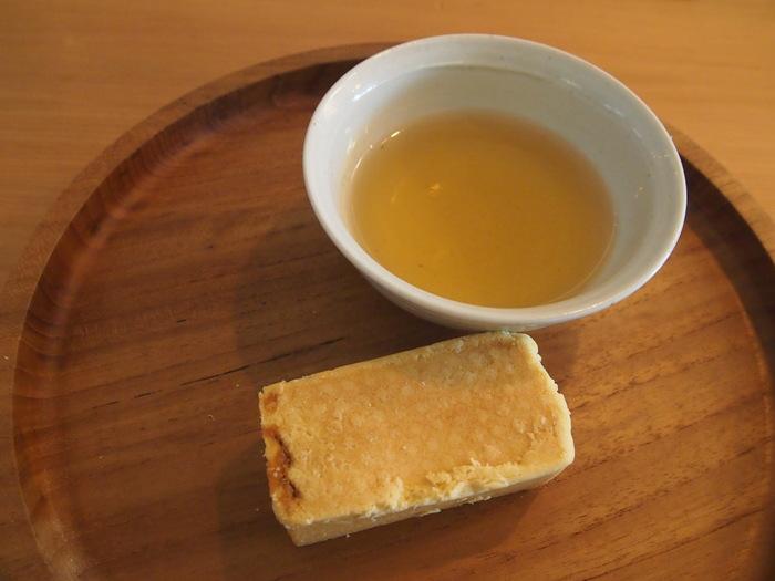 2012 6月 シンガポール 24 台湾のパイナップルケーキ@Raffles Hotel_f0062122_8533783.jpg