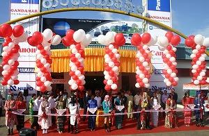 国際派コスプレイヤーえなこ、ミャンマー最大規模の見本市「JAPAN PRODUCT EXPO 2012」に出演!_e0025035_12535967.jpg