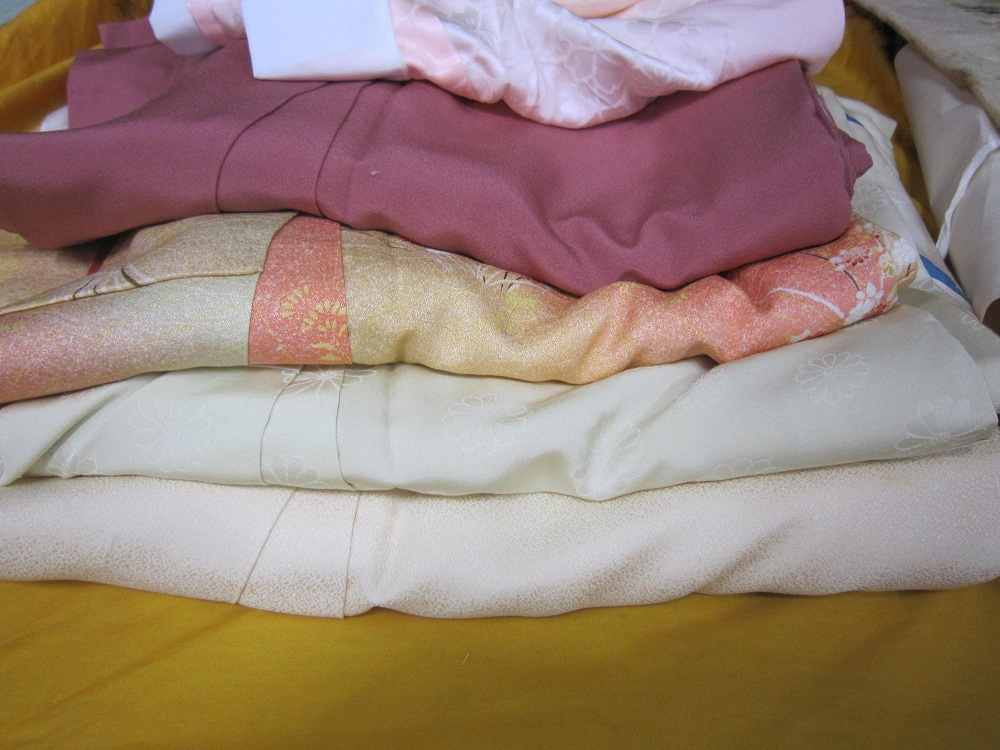 着物用乾燥剤の入れ替えは、今が、べストの時期です。_a0298652_14573637.jpg