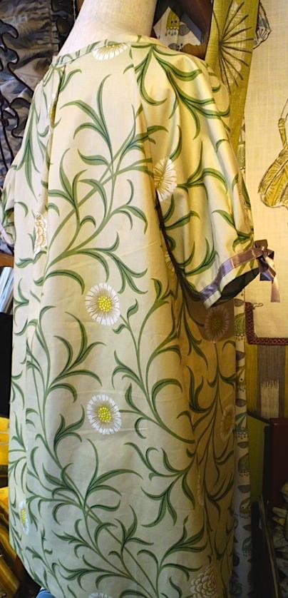 モリスのカーテン生地で、ワンピースを作りました。_c0157866_19165757.jpg