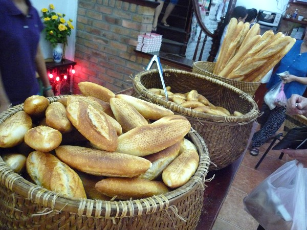 ハノイ その10 : 「ホアン・ブーランジェリー Hoan Boulangerie」の牛の角のパンと山羊ヨーグルト_e0152073_043438.jpg