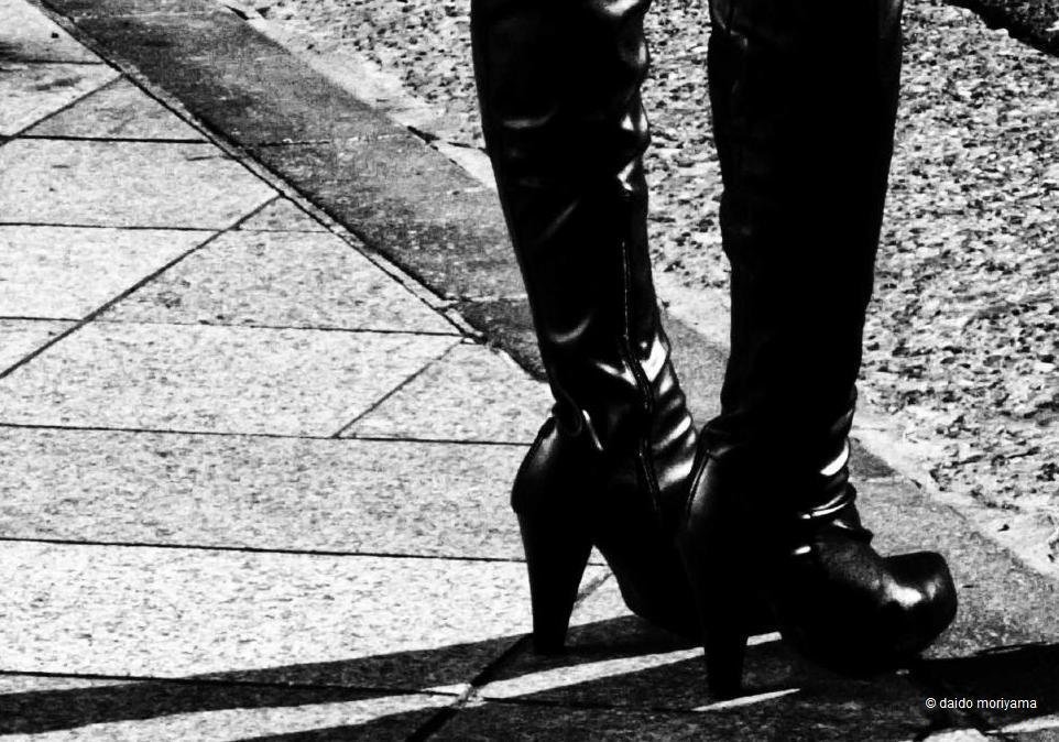 取次搬入日確定&サンプル公開:森山大道写真集『モノクローム』_a0018105_15362299.jpg