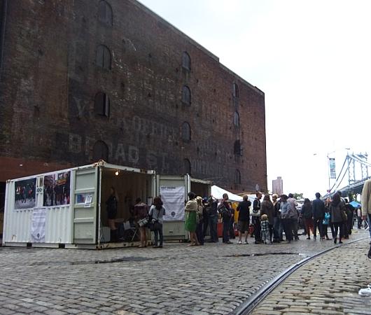 NYのアートフェスティバルで見かけたコンテナ・ギャラリー_b0007805_13195830.jpg