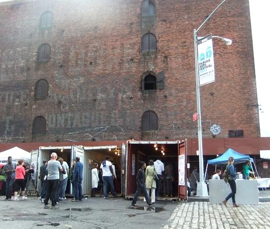 NYのアートフェスティバルで見かけたコンテナ・ギャラリー_b0007805_13205189.jpg