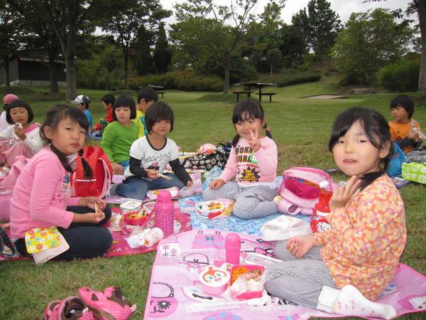 楽しかったピクニック!!(ゆり・すみれ)_a0180348_18155085.jpg