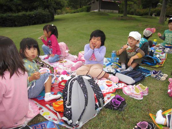 楽しかったピクニック!!(ゆり・すみれ)_a0180348_18173623.jpg