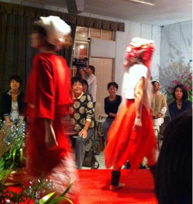 「イソガイマスコ」さんのファッションショー_b0185232_2245036.jpg