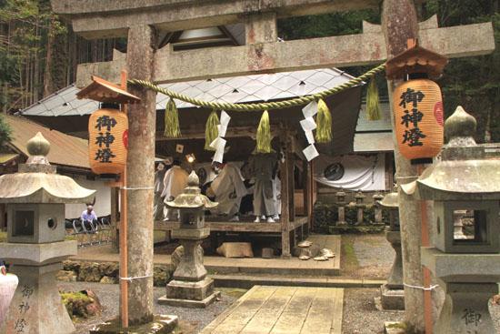 日吉神社 矢代田楽_e0048413_21131551.jpg