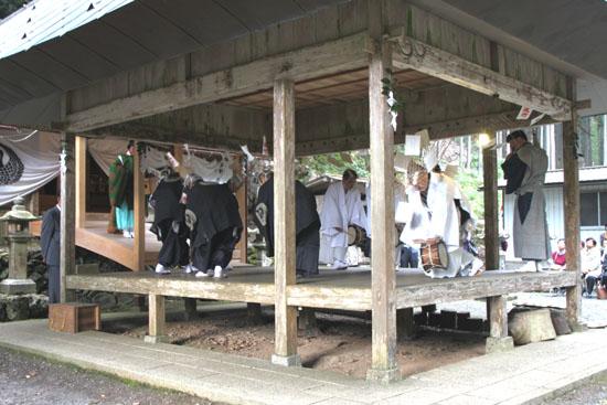 日吉神社 矢代田楽_e0048413_21134025.jpg