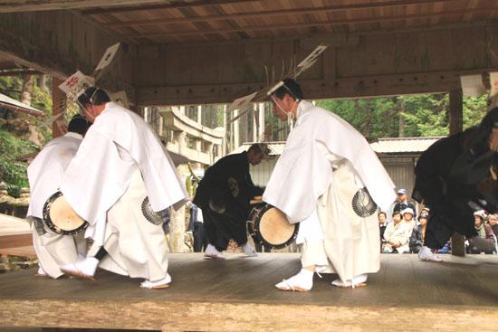 日吉神社 矢代田楽_e0048413_2115572.jpg