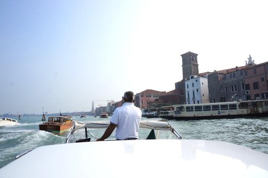 ベネチア愛の旅:水上タクシー_c0201334_8455332.jpg