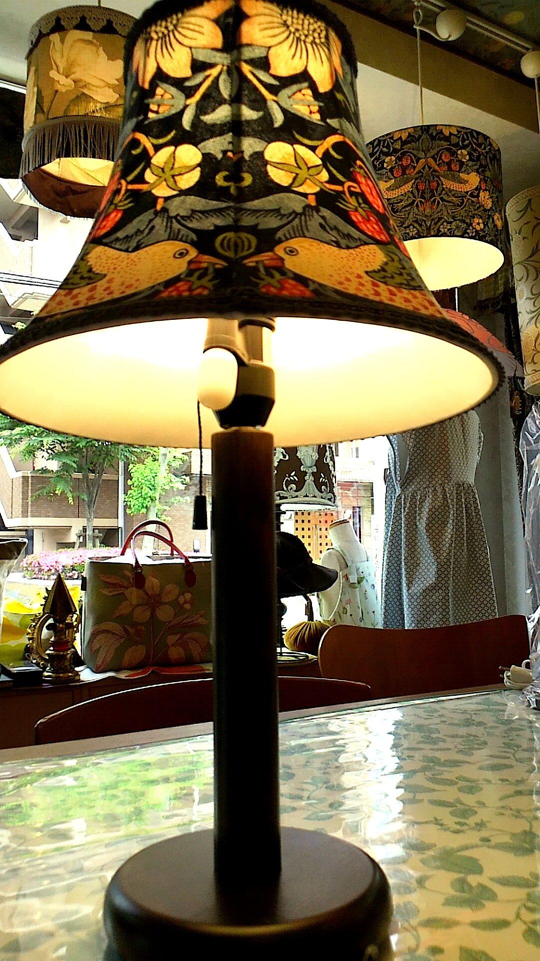 モリスのテーブルランプを作りました。_c0157866_16425895.jpg