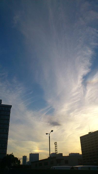 虹・・・ 幻日&タンジェントアーク?(10/8) そして波状雲(10/13)_b0006870_1273263.jpg