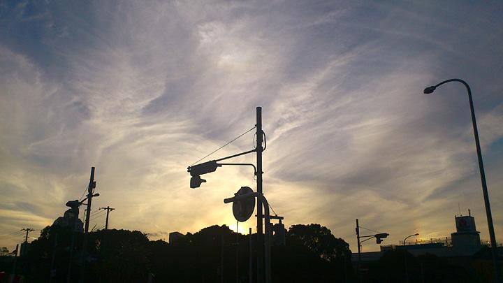 虹・・・ 幻日&タンジェントアーク?(10/8) そして波状雲(10/13)_b0006870_1274680.jpg