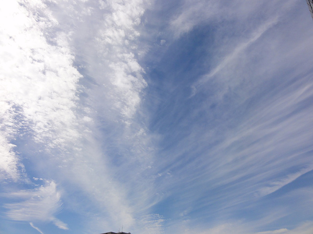 虹・・・ 幻日&タンジェントアーク?(10/8) そして波状雲(10/13)_b0006870_128338.jpg