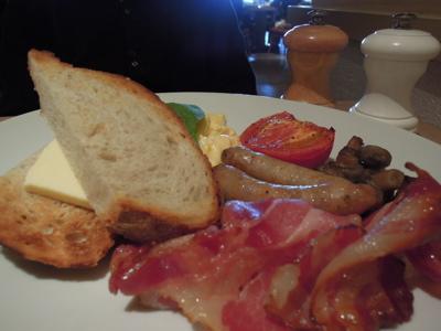 朝食を食べに…。_f0232994_2551715.jpg