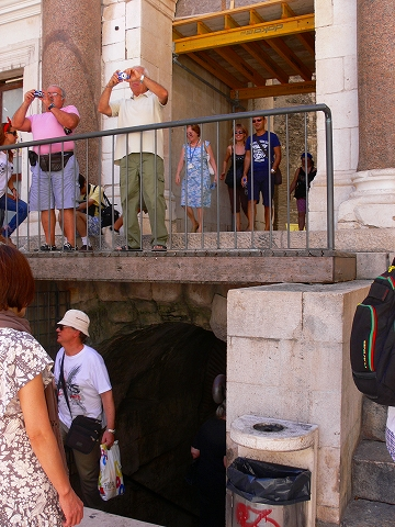 中欧家族旅行2012年08月-第四日目-スプリット・ディオクレティアヌス宮殿散策(II)_c0153302_8193873.jpg
