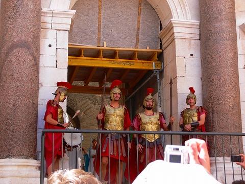 中欧家族旅行2012年08月-第四日目-スプリット・ディオクレティアヌス宮殿散策(II)_c0153302_8291415.jpg