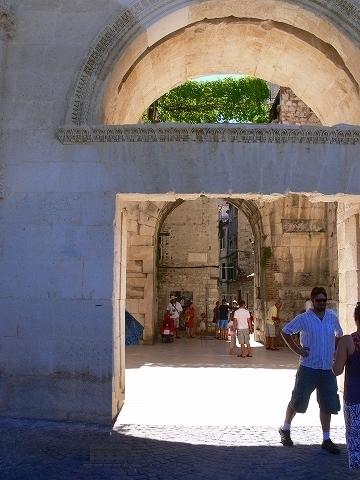 中欧家族旅行2012年08月-第四日目-スプリット・ディオクレティアヌス宮殿散策(II)_c0153302_963276.jpg