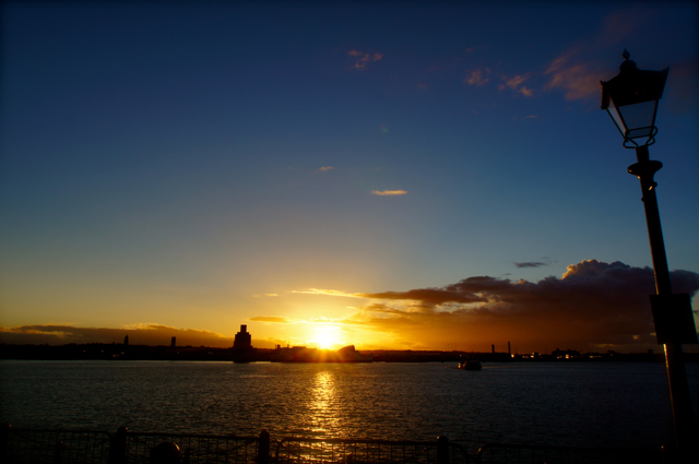 sunset over mersey..._f0057849_034892.jpg