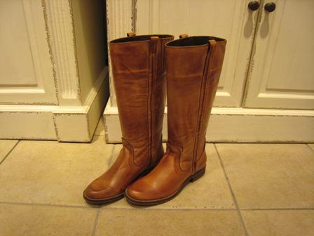 今年は、シンプルなロングブーツが欲しいです。_c0227633_1935059.jpg