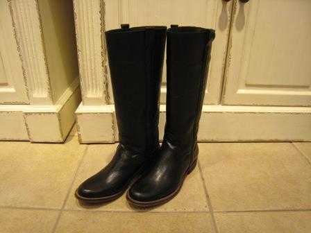 今年は、シンプルなロングブーツが欲しいです。_c0227633_1954336.jpg