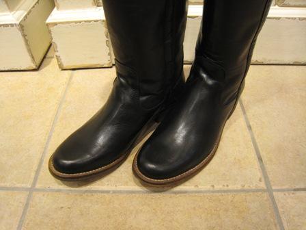 今年は、シンプルなロングブーツが欲しいです。_c0227633_196840.jpg