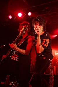 BLACK VELVET、6thワンマン・ライブを開催!!_e0025035_1063980.jpg