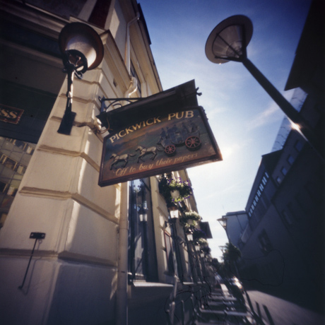 パブの看板 スウェーデンのマルメ Pinhole Photography_f0117059_18223891.jpg