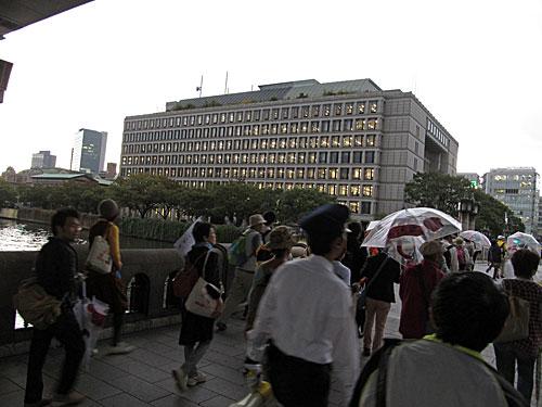 ちょっとまって!橋本さん!! 大阪市内 大抗議行動!!_a0188487_2236443.jpg